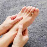 بی حسی انگشتان پا نشانه چیست؟ درمان با فیزیوتراپی و و ورزش