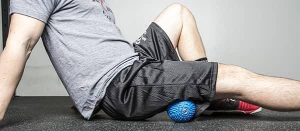تمرین دادن به عضله پشت ساق پا با توپ برای داشتن عضلات همسترینگ خوب