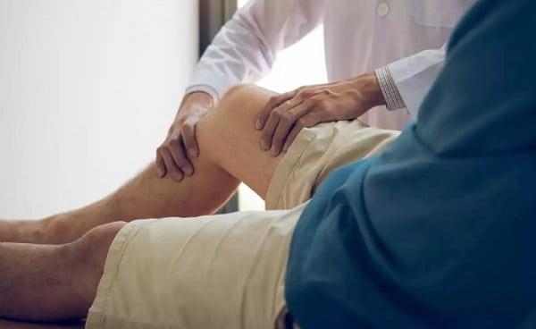 درمان گرفتگی پا در شب با درمان دستی