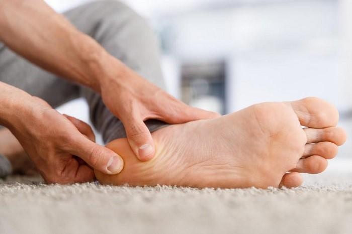 علت خارپاشنه درمان خارپاشنه پا ناشی از چاقی و کفش نامناسب