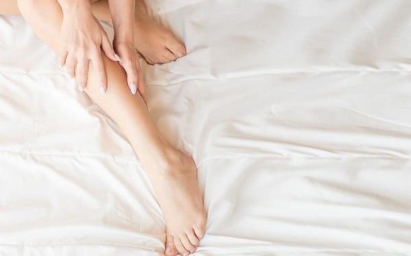 علت گرفتگی عضلات پا در شب