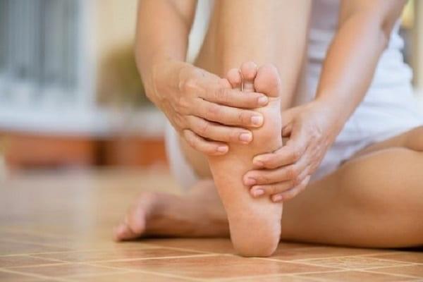 متاتارسالژیا چیست؟ بهترین درمان درد زیر پنجه پا چیست؟