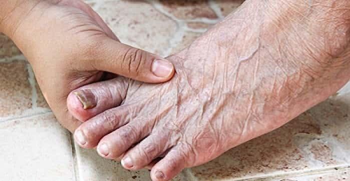 مشکلات گردش خون از علل پا درد در سالمندان