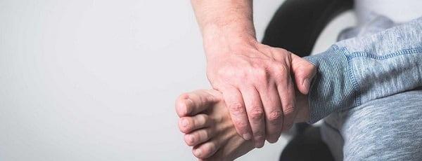 درمان پا درد هنگام راه رفتن با ماساژ پا