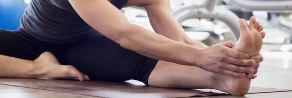 تمرین کشش پا برای تسکین درد پاشنه
